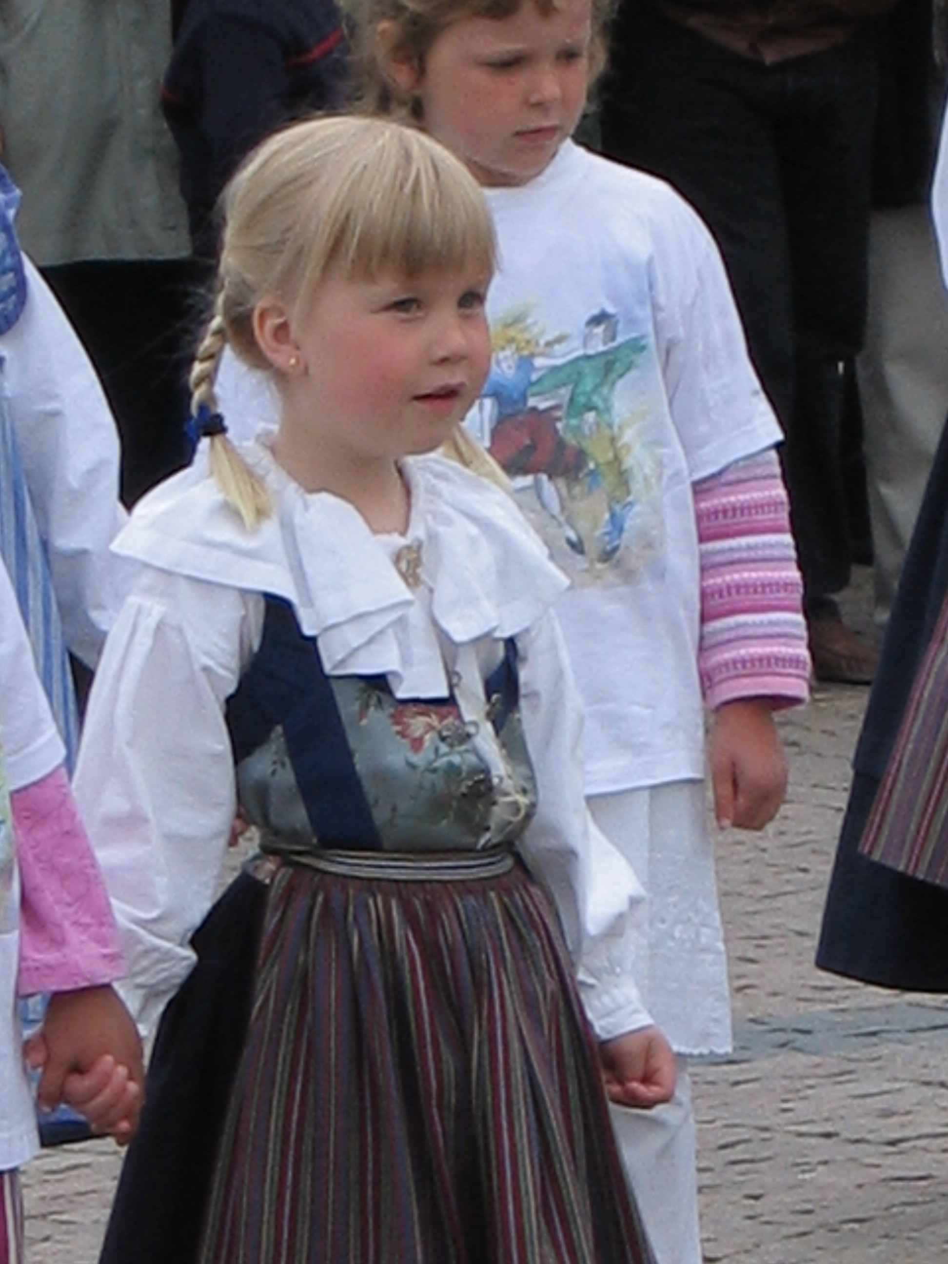 june62004swedishfolkdancersonflagday.jpg